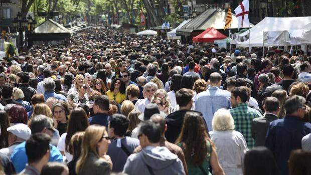 La Rambla de Barcelona, repleta de transeuntes