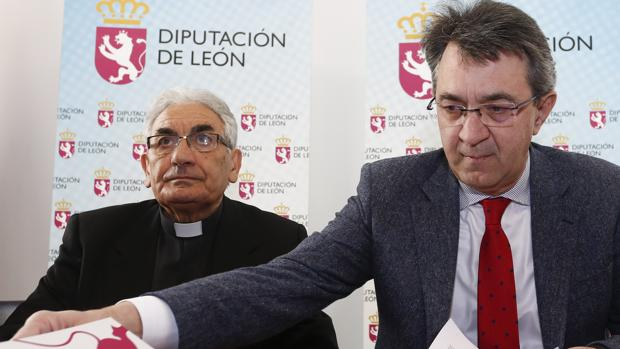 Juan Martínez Majo y el vicario episcopal de Asuntos Económicos y Sociales, Pedro Puente