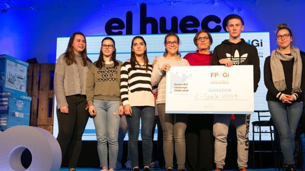 Los estudiantes promotores de la idea vencedora