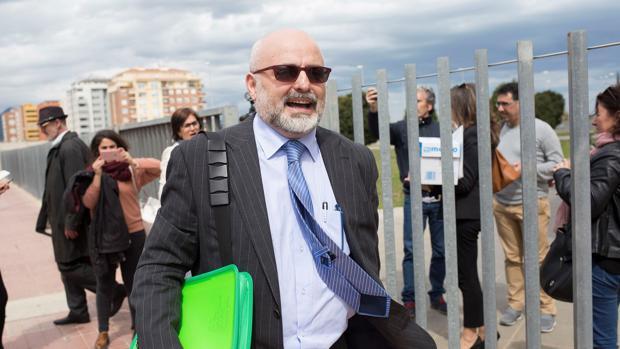 José Manuel López Pérez, conocido como el falso médico Coté, a su salida de la Audiencia de Castellón