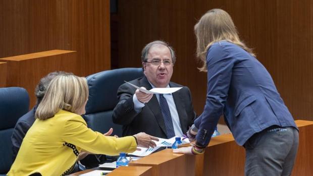 Herrera intenta entregar sin éxito a Pablo Fernández los documentos sobre el PIB