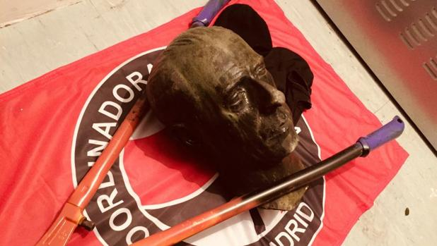El busto arrancado de Carlos María Rodríguez de Valcárcel