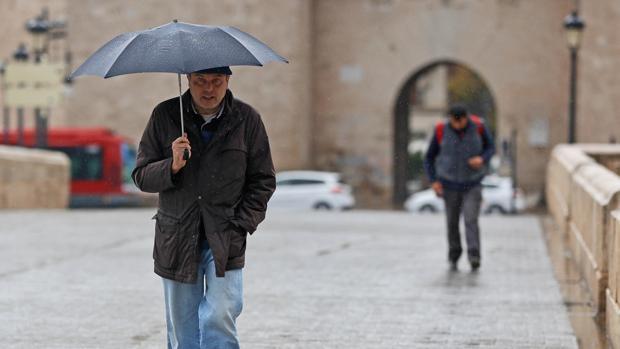 Imagen de archivo de una jornada de lluvia en Valencia