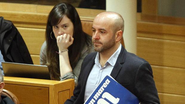 Paula Quinteiro y Luís Villares, en el Parlamento