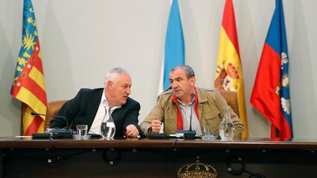 Manuel Martínez y Darío Campos durante el último pleno provincial