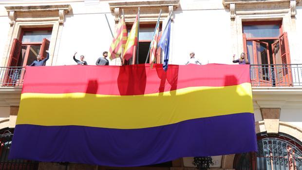 Imagen de la bandera republicana tomada este viernes en Sagunto