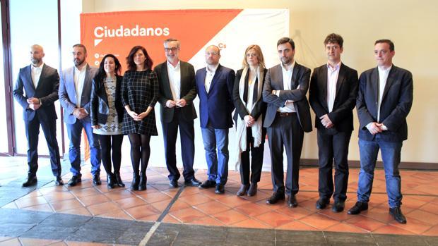 José Manuel Villegas con los miembros del comité regional de Ciudadanos