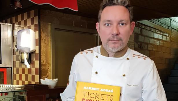 El chef Albert Adrià con su nuevo libro