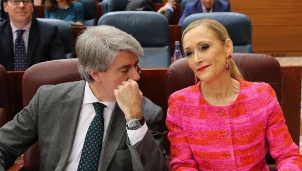 Ángel Garrido con Cristina Cifuentes en la Asamblea de Madrid