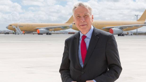 Lord Earl Howe, ante aviones militares MRTT A330 de Airbus en la fábrica de Getafe (Madrid) el miércoles