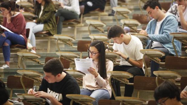 Varios alumnos gallegos durante las últimas pruebas de selectividad