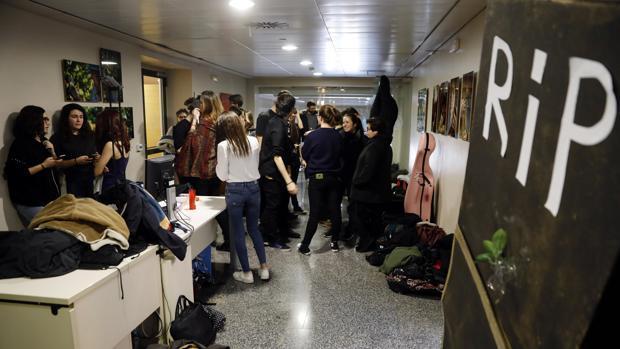Imagen de una protesta de alumnos en solidarirad con los profesores asociados de la Universitat de Valéncia