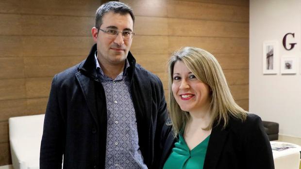 La secretaria general de Podemos Galicia y el exsecretario de Organización, Juan Merlo, ayer en Santiago