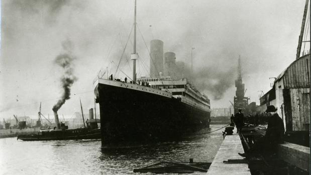 Imagen del Titanic en el puerto de Southampton antes de zarpar