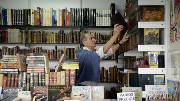 Cada año, los libreros ofrecen gangas y piezas de coleccionista