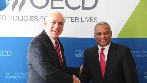 José Ángel Gurría, secretario general de la OCDE, y Neves, exprimer ministro de Cabo Verde