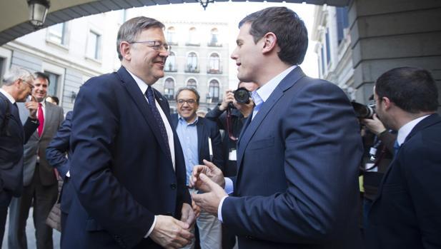 Imagen de Ximo Puig y Albert Rivera tomada en el Congreso de los Diputados