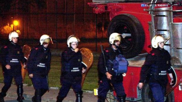 Los antidisturbios de los Mossos en la cárcel de Quatre Camins en 2002