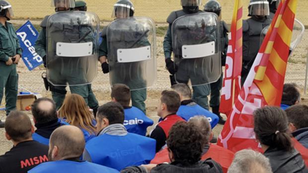 Los concentrados bloquearon la cárcel de acceso a la prisión de Daroca
