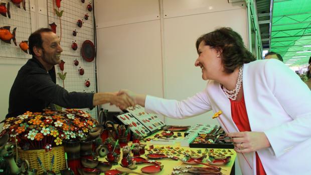 La consejera de Economía, Patricia Franco, en su v isita a Farcama Primavera en Guadalajara