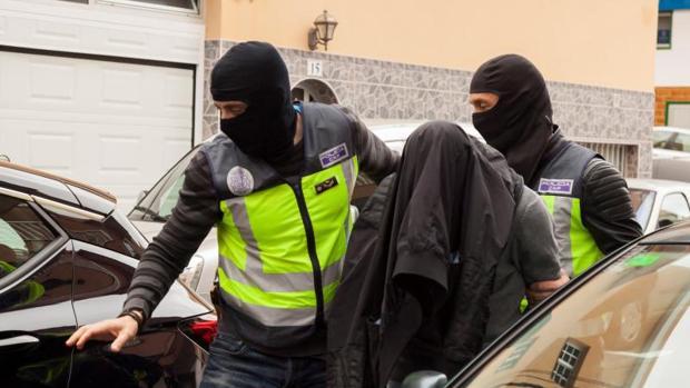 Uno de los detenidos en la operación