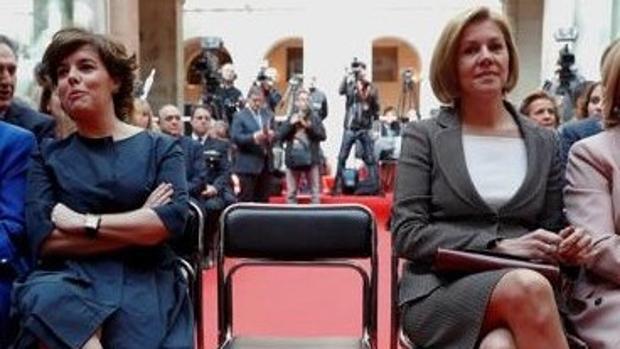 Sáenz de Santamaría y Cospedal, en la recepción del 2 de Mayo en la Puerta del Sol