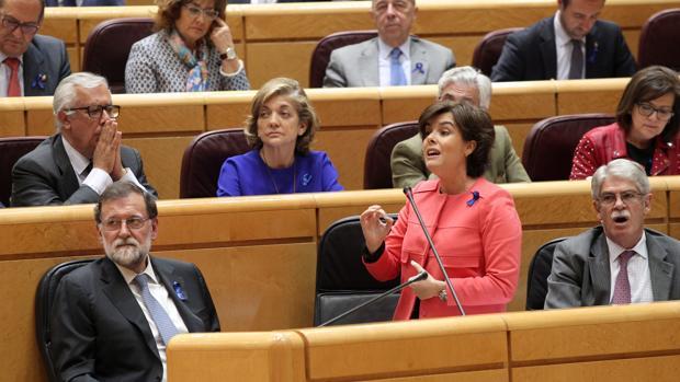 La vicepresidenta del Gobierno, Soraya Sáenz de Santamaría, este martes durante la sesión de control en el Senado