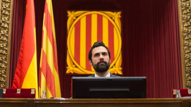 El presidente del Parlament, Roger Torrent, durante un pleno