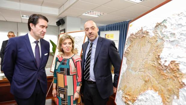 Juan Carlos Suárez-Quiñones, María José Salgueiro y Francisco Javier González presentan los nuevos mapas autonómicos de la Comunidad