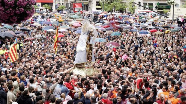 Imagen de archivo del traslado de la Virgen de los Desamparados en Valencia