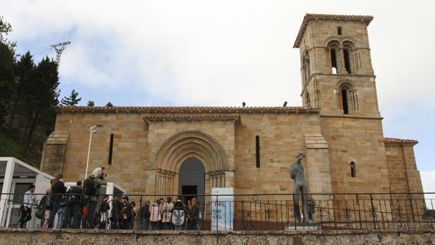 Una de las sedes de la exposición, la ermita de Santa Cecilia de Aguilar de Campoo