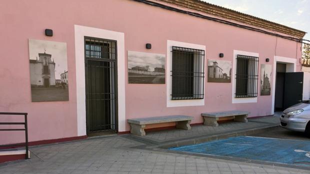 Imágenes en la fachada de la Casa de la Cultura