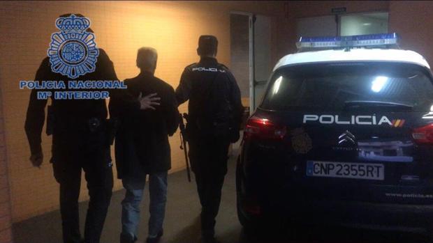 Imagen del detenido por apuñalar a su compañero de piso en Alicante