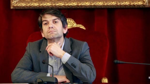 El alcalde de Ferrol, Jorge Suárez, este jueves durante el pleno
