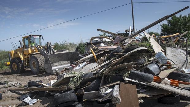 Durante la mañana de este jueves se ha procedido a la demolición de uno de los tres sectores