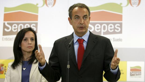 José Luis Rodríguez Zapatero y Beatriz Corredor, durante una rueda de prensa en 2009