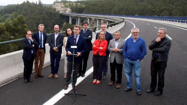 Alberto Núñez Feijóo y otras autoridades durante la inauguración