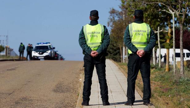Efectivos de la Guardia Civil, en Castrogonzalo (Zamora), tras el hallazgo del cadáver de Leticia Rosino