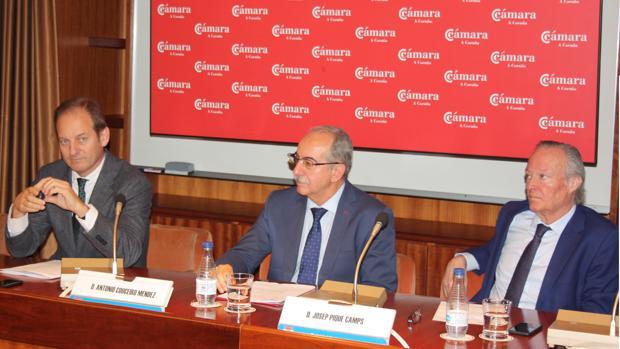 Cividanes, Couceiro y Piqué durante la presentación del plan