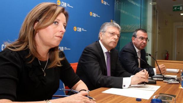Crespo, López Abad y la última directora de la CAM, María Dolores Amorós