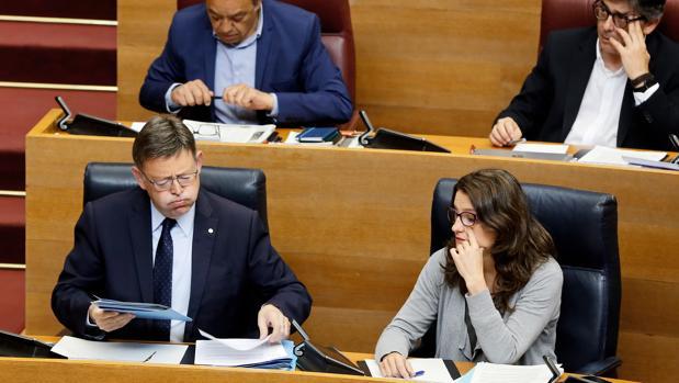 Ximo Puig, durante el pleno de las Cortes Valencianas de este jueves