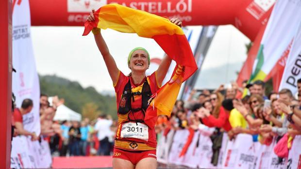 La castellonense Laia Cañes, a su llegada a la meta en el Mundial de Trail Running en Penyagolosa