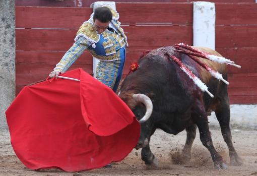 Ponce toreando a «Lodazal», un toro de vuelta al ruedo