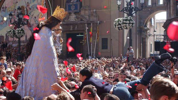 Imagen de archivo del traslado de la Virgen de los Desamparados de Valencia