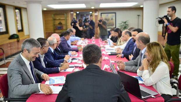 Fernando Clavijo preside una reunión de su consejo asesor en 2016