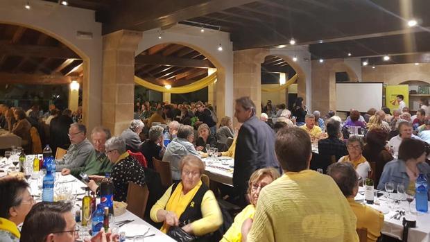 Imagen de la «cena amarilla» de Mallorca