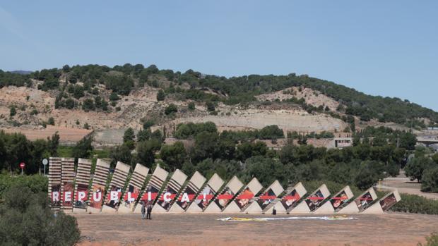 Imagen del «dominó» con las imágenes de los reyes boca abajo
