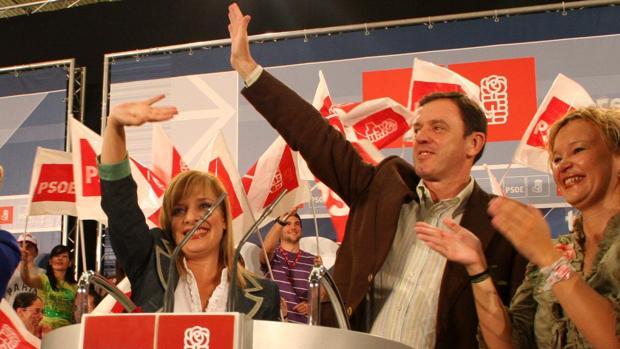 Joan Ignasi Pla, líder del partido entre 200 y 2007 y la excandidata por Alicante y ahora investigada, Etelvina Andreu (izq.)