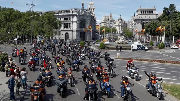 Los «harlistas» llegan a la parada final del recorrido, ubicada en la Puerta de Alcalá