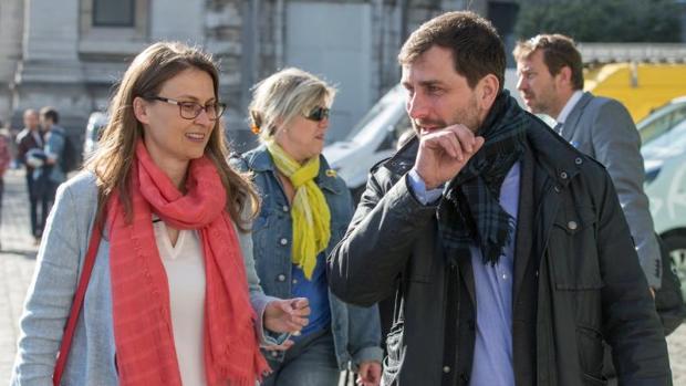 Meritxell Serret y Toni Comín, en Bruselas